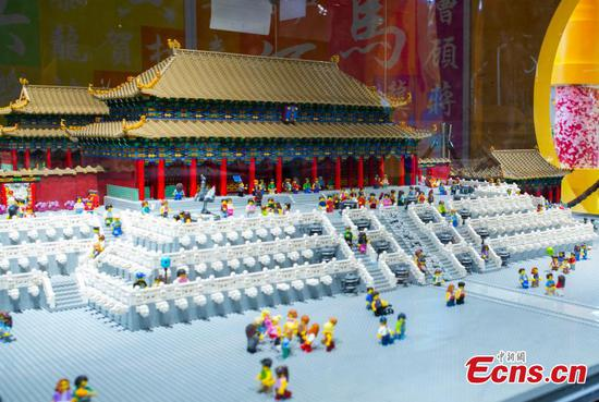 Miniature Forbidden City halls created from 500,000 Lego bricks