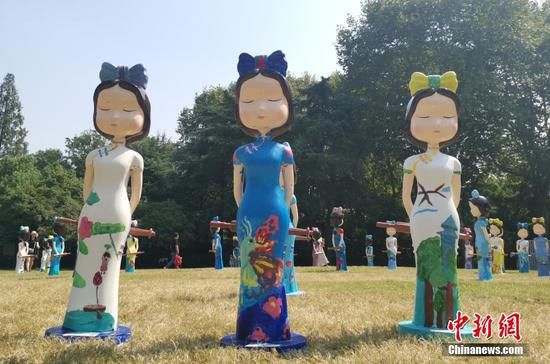 Dolls in Qipao on display in Hangzhou