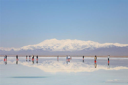 Caka Salt Lake scenic area in Qinghai reopens to public