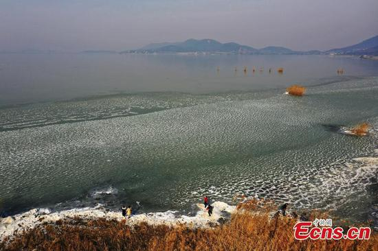 Part of Taihu Lake surface freezes
